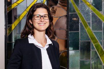 Anne Sallanz, Bestatterin für das Institut für Liebe