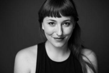 Katharina Horvarth im Institut für Liebe