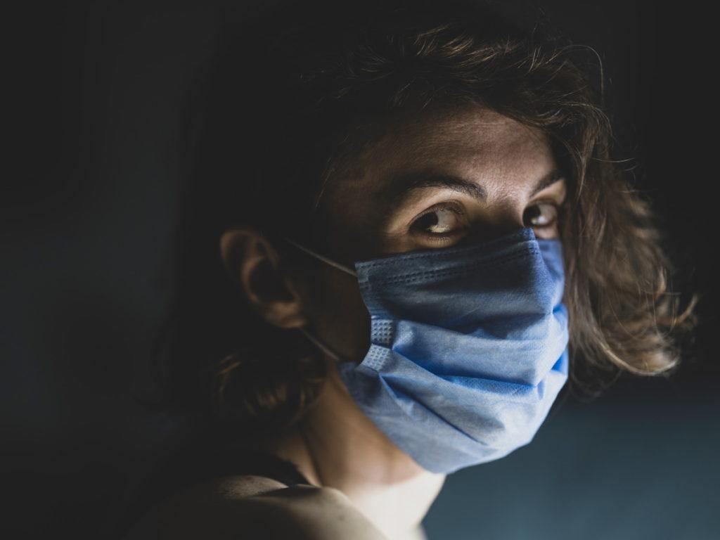 Mensch mit Maske