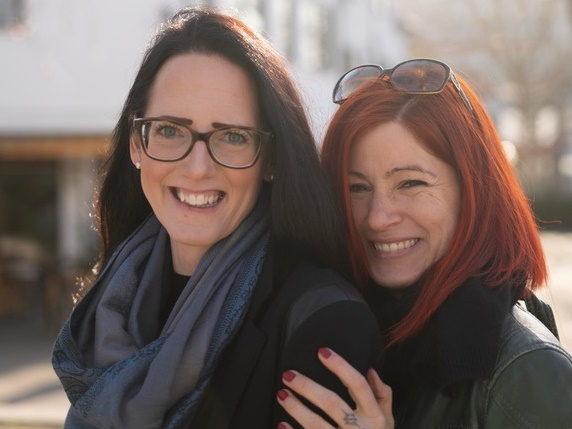 Tina und Carola im Institut für Liebe